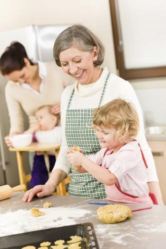 cu bunicii in bucatarie