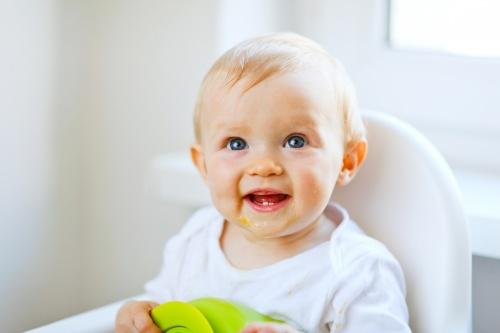 alimentatia bebelusului la 8 - 10 luni