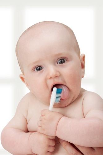 cum-ingrijim-dintii-bebelusului