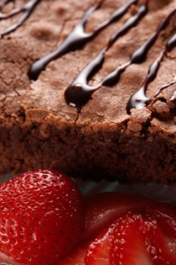 desert_cu_ciocolata_si_capsuni