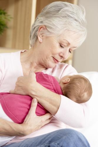 bebelus cu bunica
