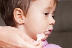 Introducerea alimentelor solide pentru copilul de 8 - 10 luni