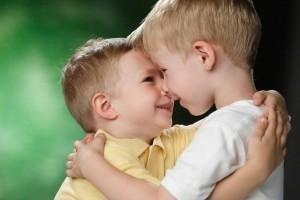Care este diferenta ideala de varsta intre doi frati?