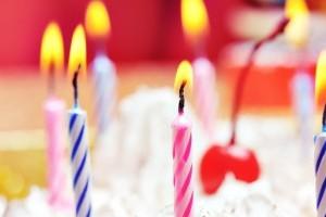 E ziua ta! Stii sa stingi lumanarile de pe tort?