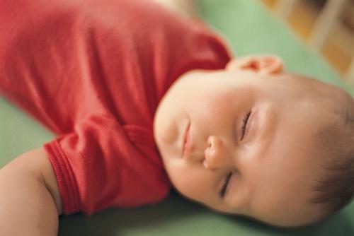 bebelus doarme