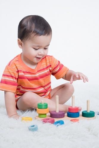 copil joaca