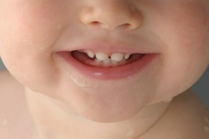 Primii dintisori ai bebelusului – sfaturi si recomandari
