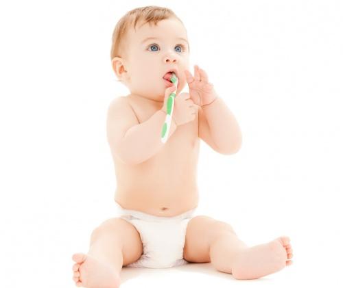 ingrijirea-gingiilor-si-a-primilor-dinti-la-bebelusi