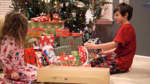 efectele-psihologice-la-copii-dupa-prea-multe-cadouri