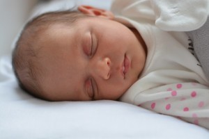 Notiuni de baza despre somnul bebelusilor: de la nastere pana la 3 luni