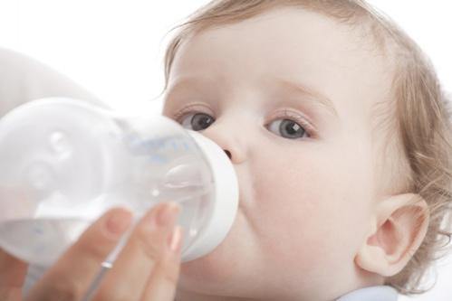 alaptarea bebelusului cu biberon