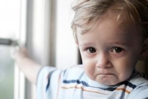 Copilul plange cand parasesti incaperea