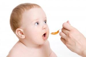 Bebelusul refuza sa manance cu lingurita. Ce e de facut?