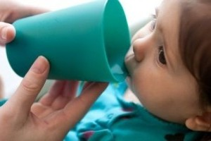 Consumul de apa si hidratarea la bebelusi